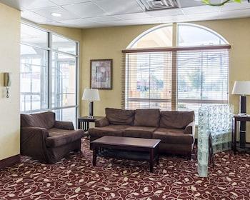 Lobby at Comfort Inn & Suites Chesapeake - Portsmouth in Chesapeake