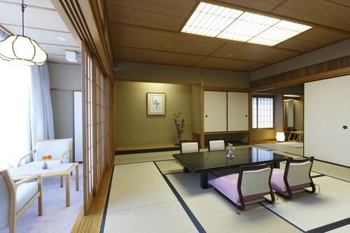 Hotel Wakamizu, Takarazuka