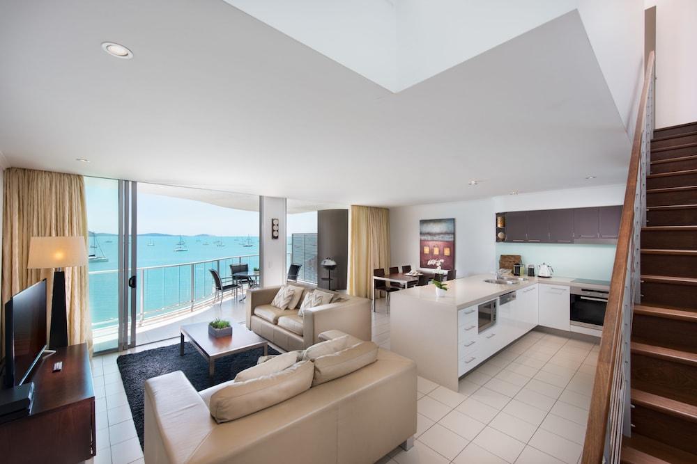https://i.travelapi.com/hotels/4000000/3400000/3398200/3398158/17987574_z.jpg