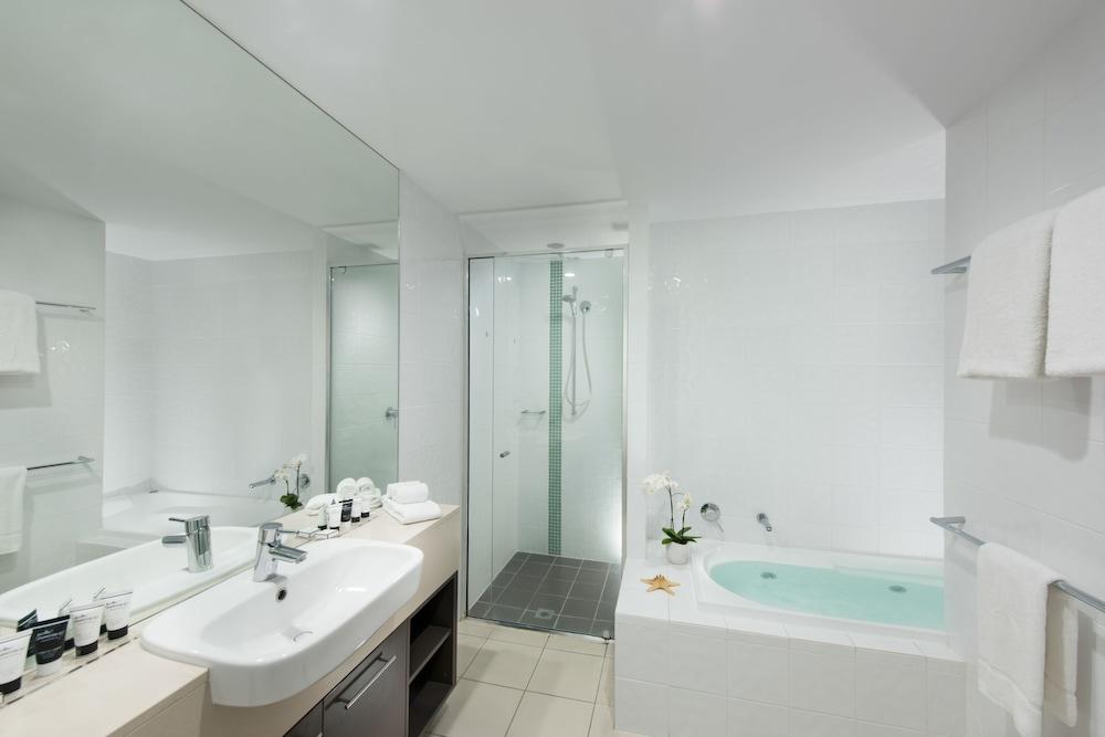 https://i.travelapi.com/hotels/4000000/3400000/3398200/3398158/930d09cc_z.jpg