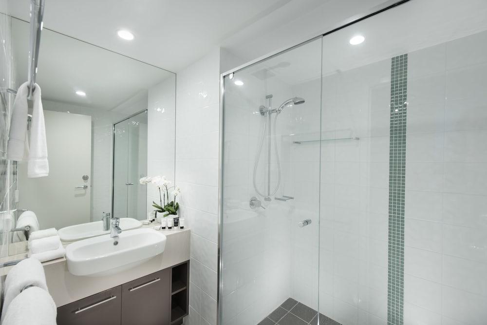 https://i.travelapi.com/hotels/4000000/3400000/3398200/3398158/e0f2b25d_z.jpg