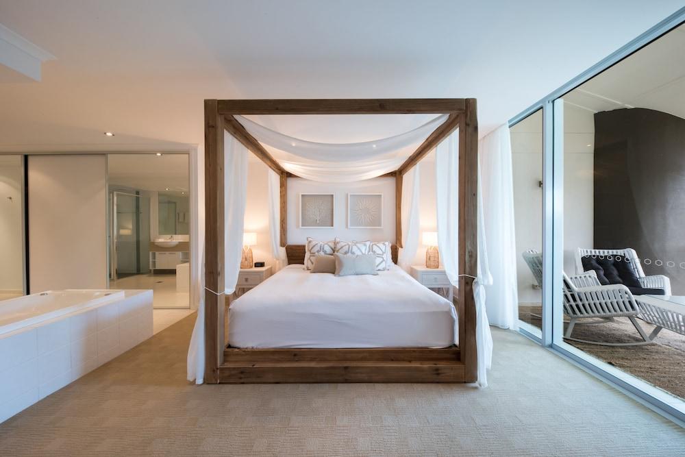 https://i.travelapi.com/hotels/4000000/3400000/3398200/3398158/e457d496_z.jpg
