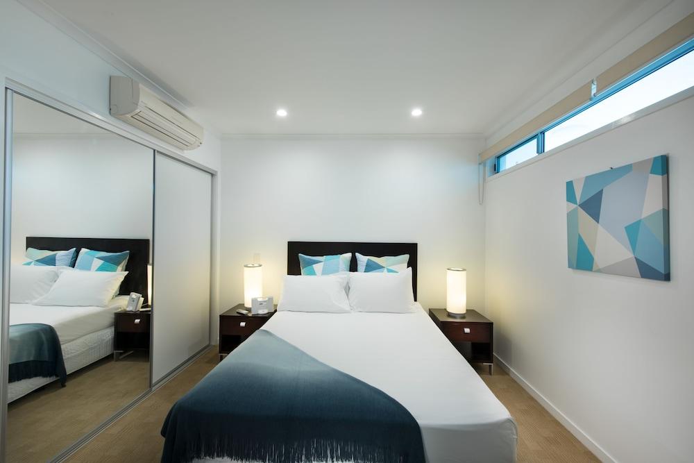 https://i.travelapi.com/hotels/4000000/3400000/3398200/3398158/f7227fdd_z.jpg
