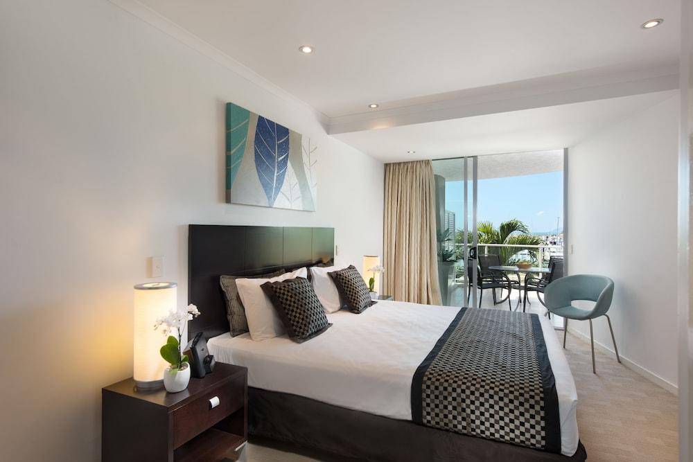 https://i.travelapi.com/hotels/4000000/3400000/3398200/3398158/fee9c7b1_z.jpg