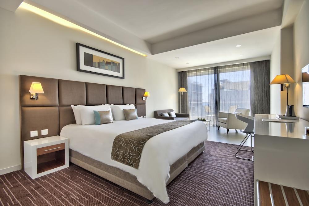 https://i.travelapi.com/hotels/4000000/3410000/3401000/3400981/3b4cc5f5_z.jpg
