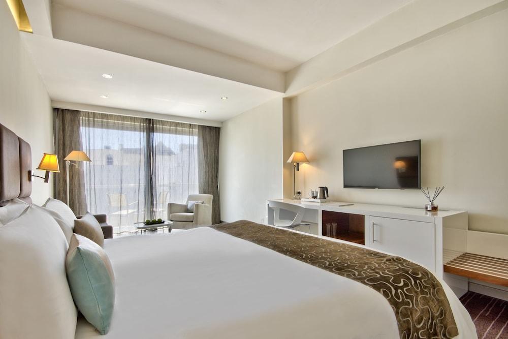 https://i.travelapi.com/hotels/4000000/3410000/3401000/3400981/3cd0da32_z.jpg