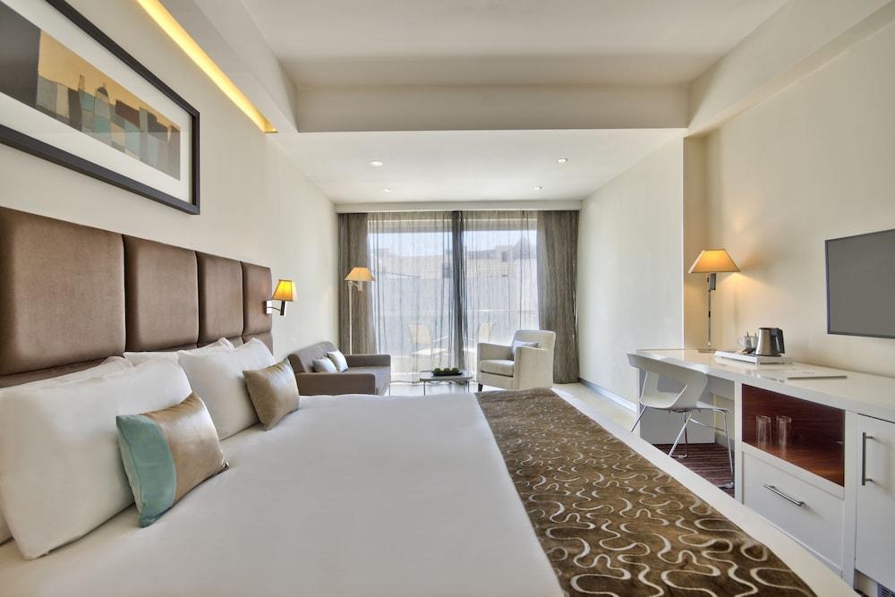 https://i.travelapi.com/hotels/4000000/3410000/3401000/3400981/527cbca1_z.jpg