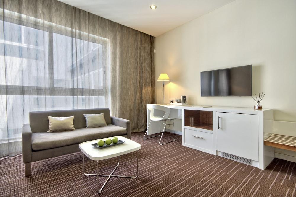 https://i.travelapi.com/hotels/4000000/3410000/3401000/3400981/9571e02c_z.jpg