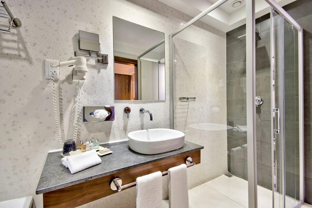 https://i.travelapi.com/hotels/4000000/3410000/3401000/3400981/99d5fd3f_z.jpg