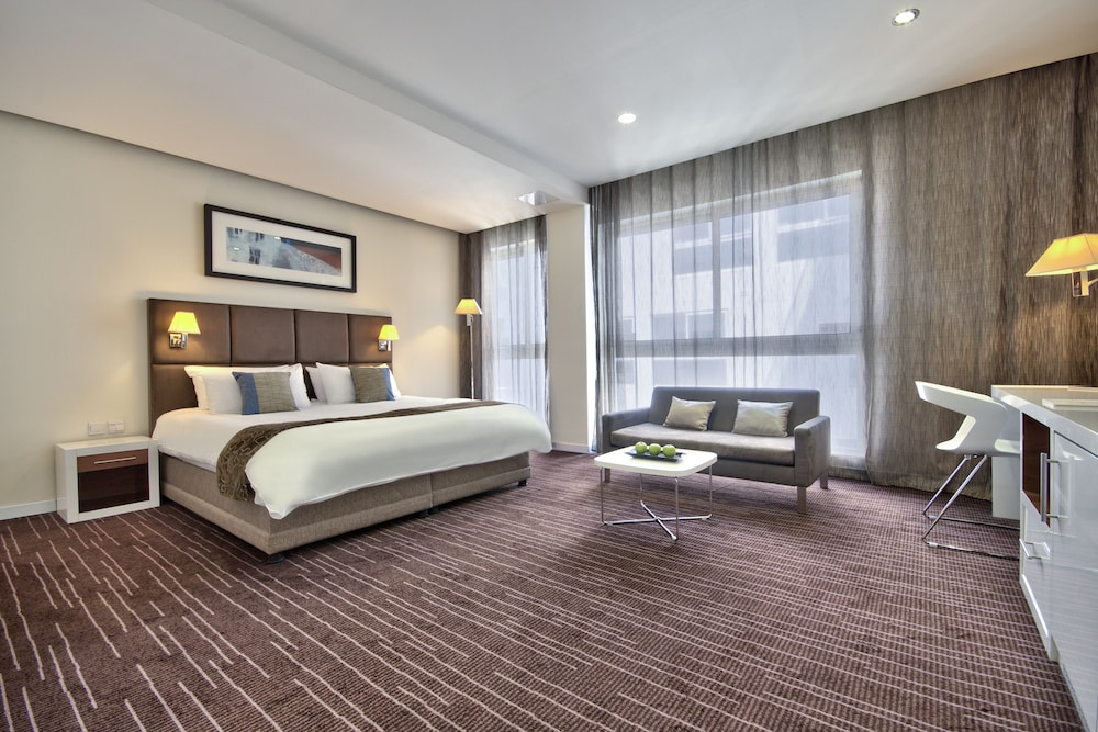 https://i.travelapi.com/hotels/4000000/3410000/3401000/3400981/a8c6dc2c_z.jpg