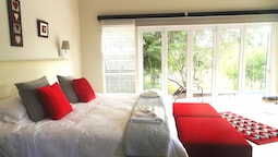 Boutique Red Ivory Sleeps 2