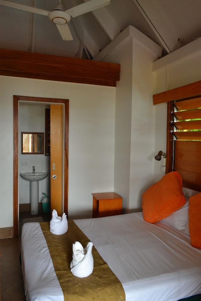 https://i.travelapi.com/hotels/4000000/3430000/3424700/3424629/efd97f62_z.jpg