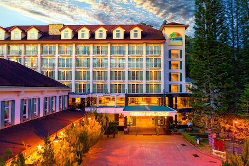 __{offers.Best_flights}__ Century Pines Resort