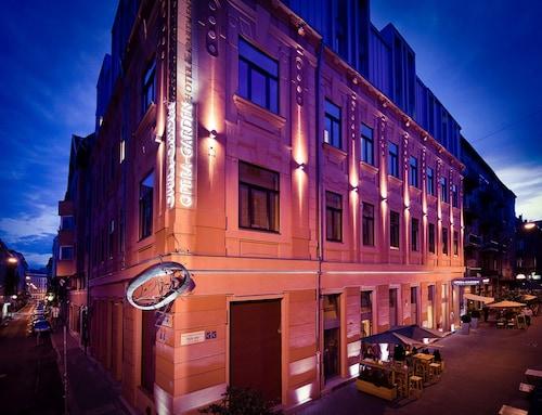 . Opera Garden Hotel & Apartments