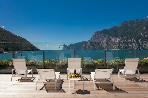 __{offers.Best_flights}__ Hotel Lago di Garda