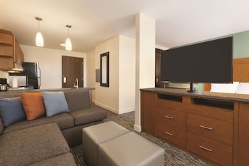 Studio Suite, 1 King Bed with Sofa bed, Accessible (Shower)