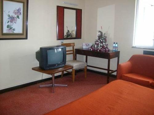 Hotel Ambassadeur, Starehe