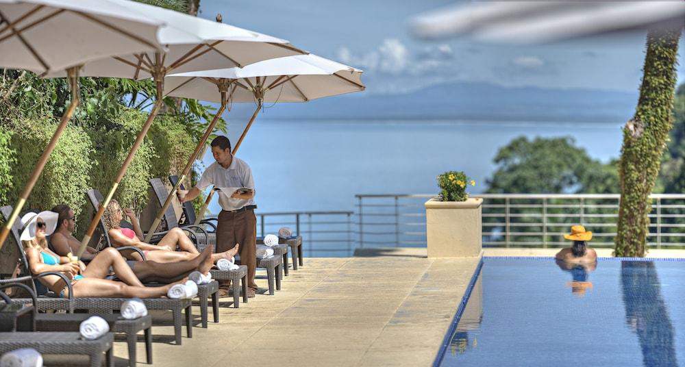 https://i.travelapi.com/hotels/4000000/3450000/3444400/3444310/f0307220_z.jpg