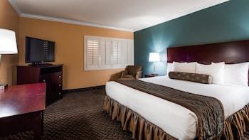 Standard Room, 1 King Bed, Non Smoking, Refrigerator (No Resort Fees)