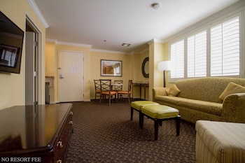Suite, 1 King Bed, Non Smoking, Refrigerator (No Resort Fees)
