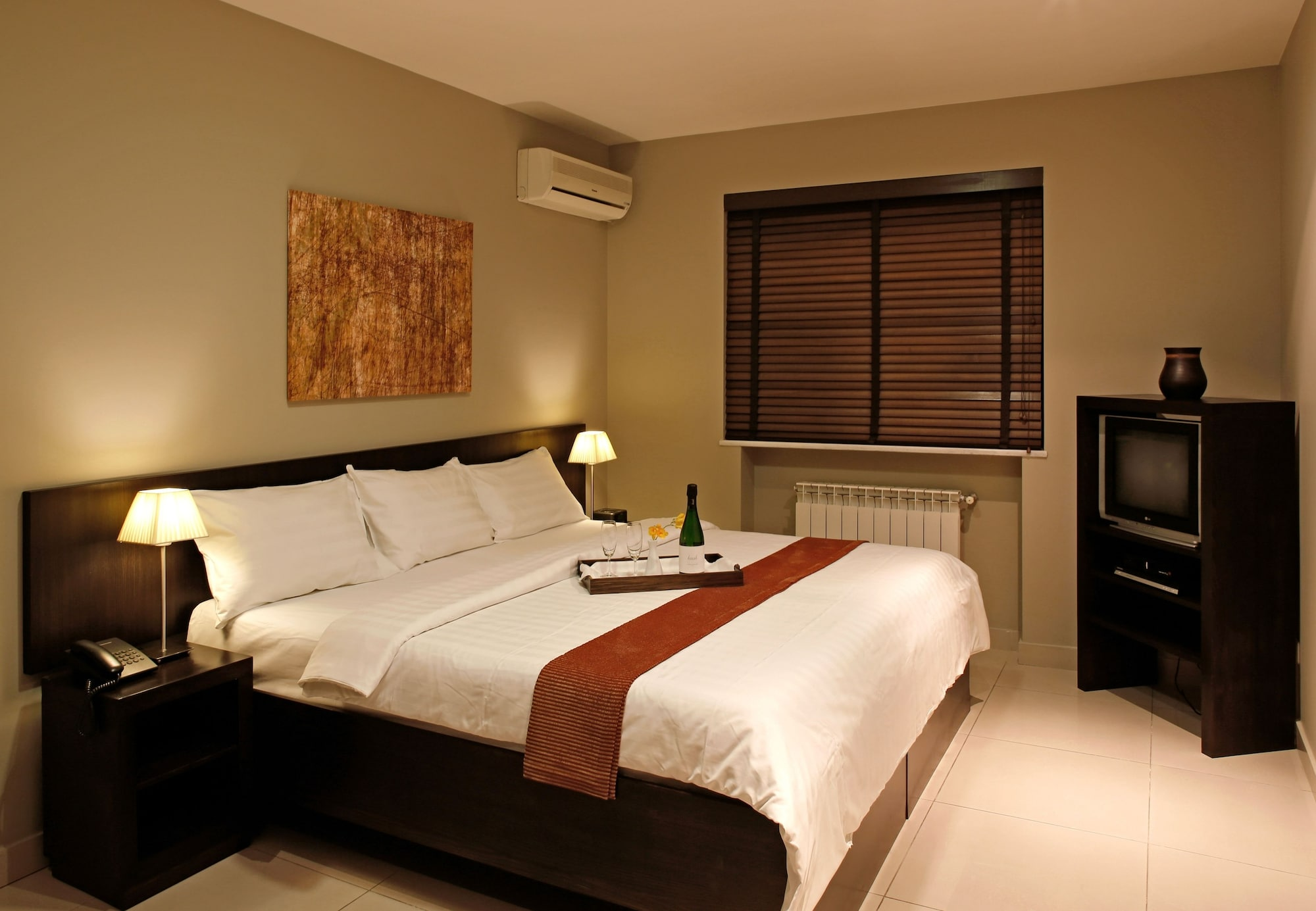 Hotel Meg,