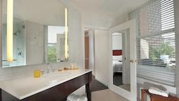 Room, 1 King Bed, Corner (guest)