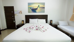 Deluxe Double Room, Multiple Beds, City View