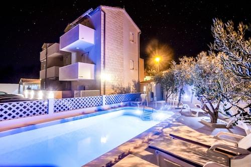 __{offers.Best_flights}__ Bol apartments Gospojica