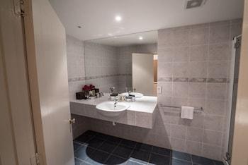 Manata Lodge Luxury Serviced Apartments - Bathroom  - #0