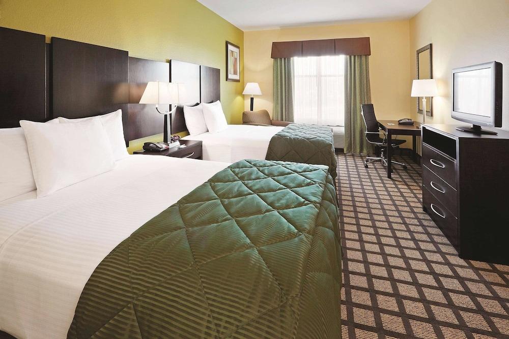 라 퀸타 인 & 스위트 패서디나 노스(La Quinta Inn & Suites Pasadena North) Hotel Image 12 - Guestroom