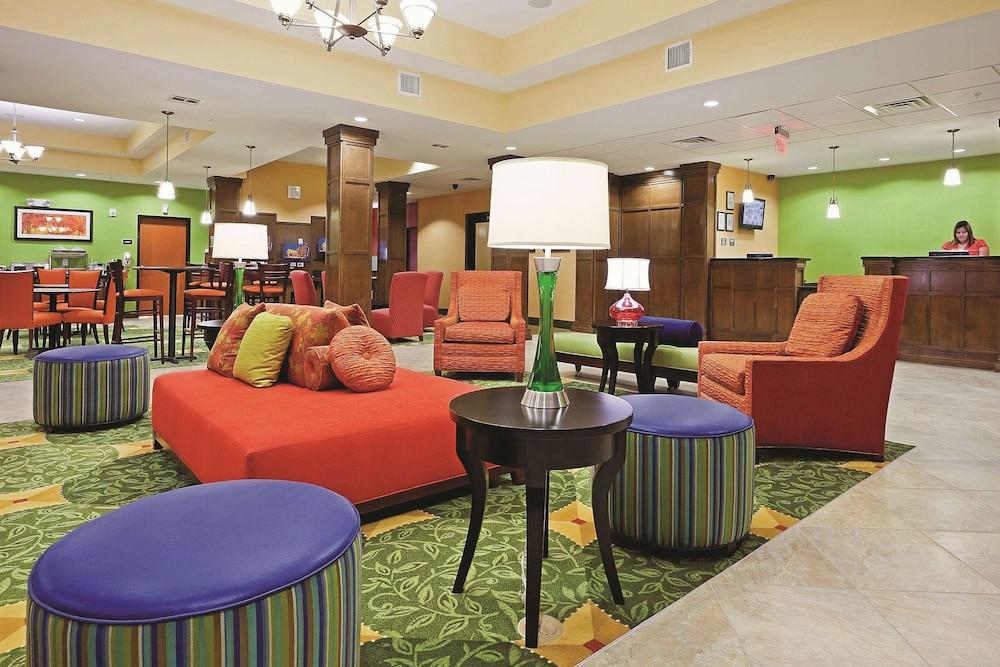 라 퀸타 인 & 스위트 패서디나 노스(La Quinta Inn & Suites Pasadena North) Hotel Image 1 - Lobby