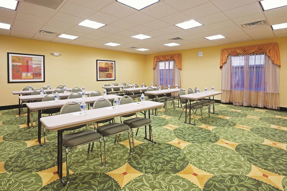 라 퀸타 인 & 스위트 패서디나 노스(La Quinta Inn & Suites Pasadena North) Hotel Image 20 - Meeting Facility