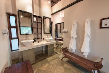 Shumbalala Game Lodge - Bathroom  - #0