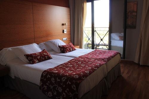 . El Tollo Hotel