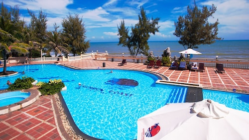 . Golden Coast Resort and Spa