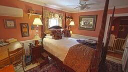 Red Room, 1 Queen Bed