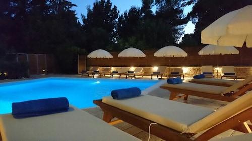 . Anastazia Luxury Suites & Rooms
