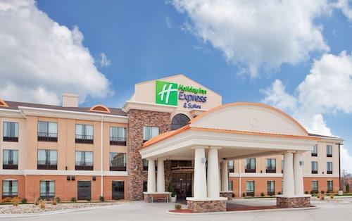 . Holiday Inn Express Hotel & Suites St. Robert