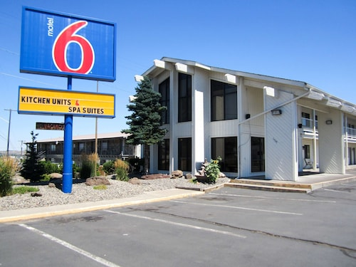 . Motel 6 Madras, OR