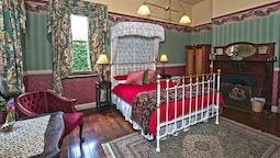 Superior Queen Ensuite Room Fireplace And Garden View
