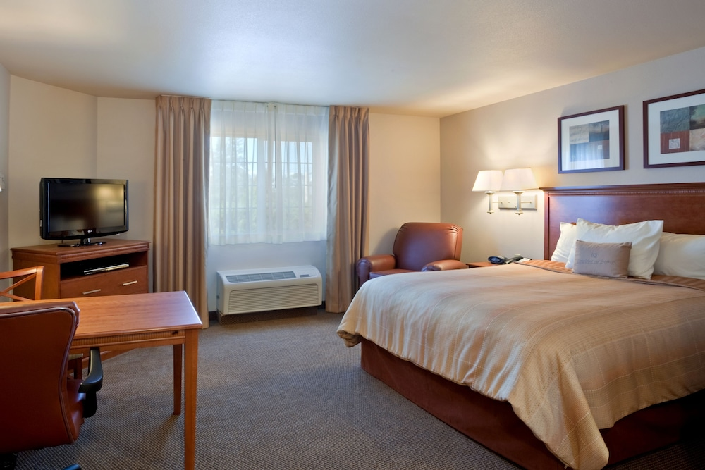 Suite, 1 Queen Bed, Accessible, Non Smoking (Hearing, Roll-In Shower)