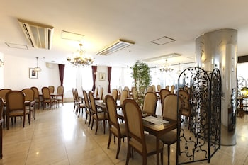 HILLTOP HOTEL Dining
