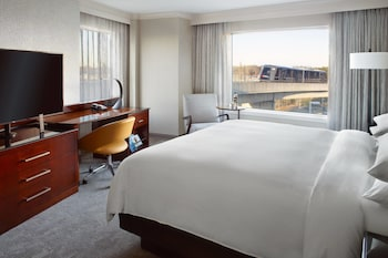 Room, 1 King Bed, Business Lounge Access (Concierge lounge access)