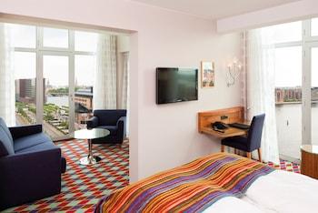 Deluxe Tek Büyük Yataklı Oda, Business Dinlenme Salonu Kullanımı
