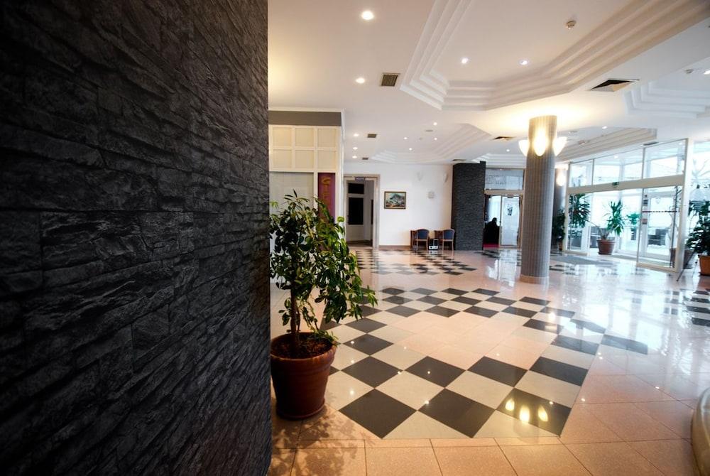 호텔 페트카(Hotel Petka) Hotel Image 3 - Lobby