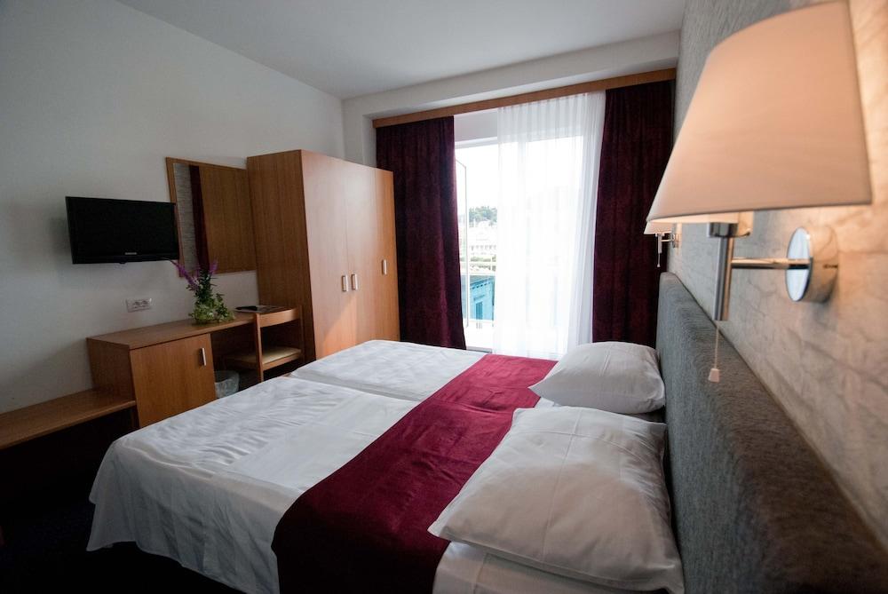 호텔 페트카(Hotel Petka) Hotel Image 8 - Guestroom