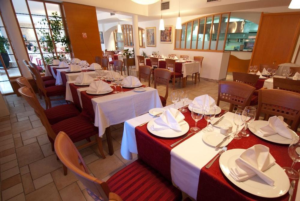 호텔 페트카(Hotel Petka) Hotel Image 13 - Restaurant
