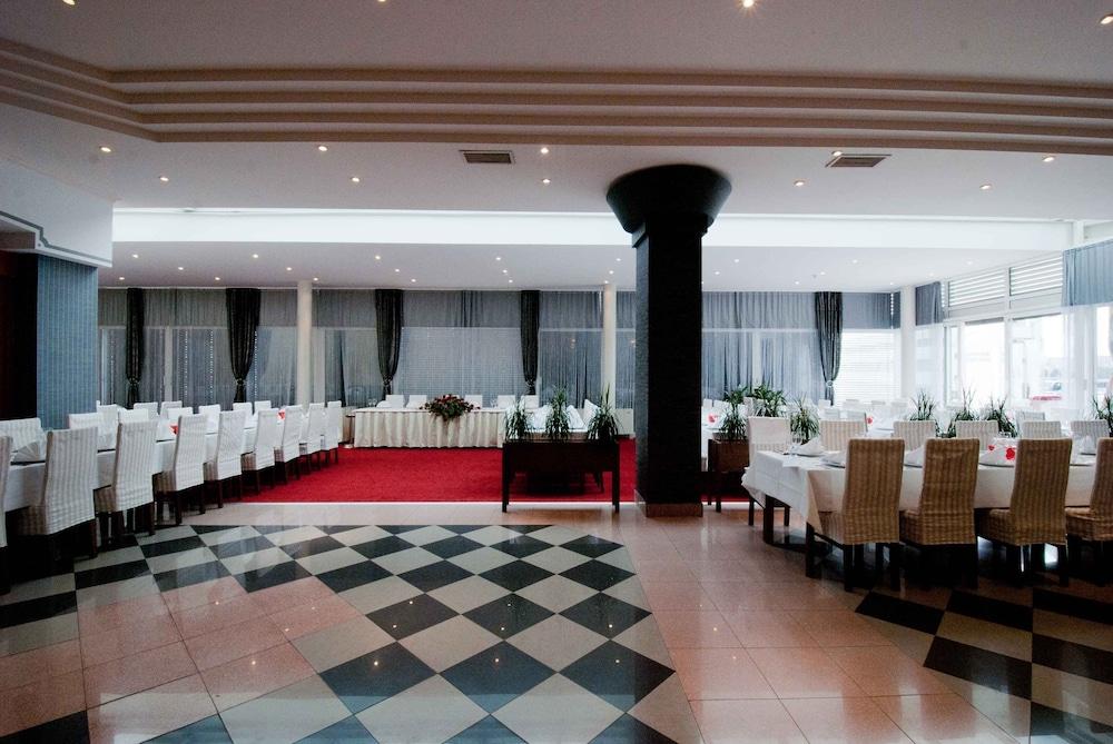 호텔 페트카(Hotel Petka) Hotel Image 19 - Banquet Hall