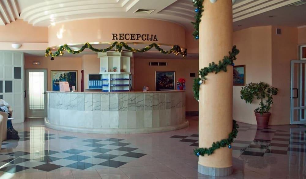 호텔 페트카(Hotel Petka) Hotel Image 4 - Reception