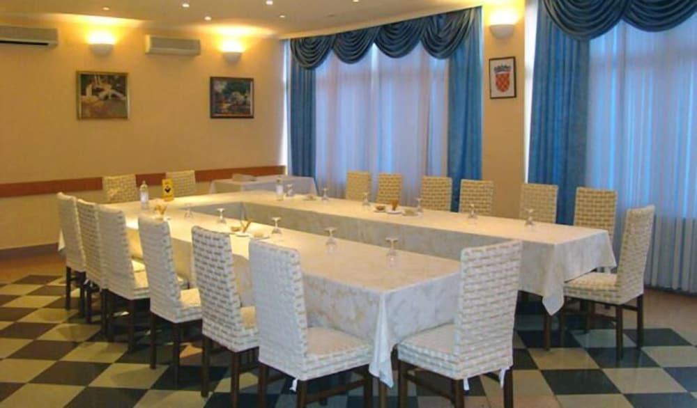 호텔 페트카(Hotel Petka) Hotel Image 21 - Meeting Facility